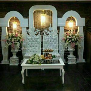 جایگاه عروس و داماد مدل تاجدار با میز