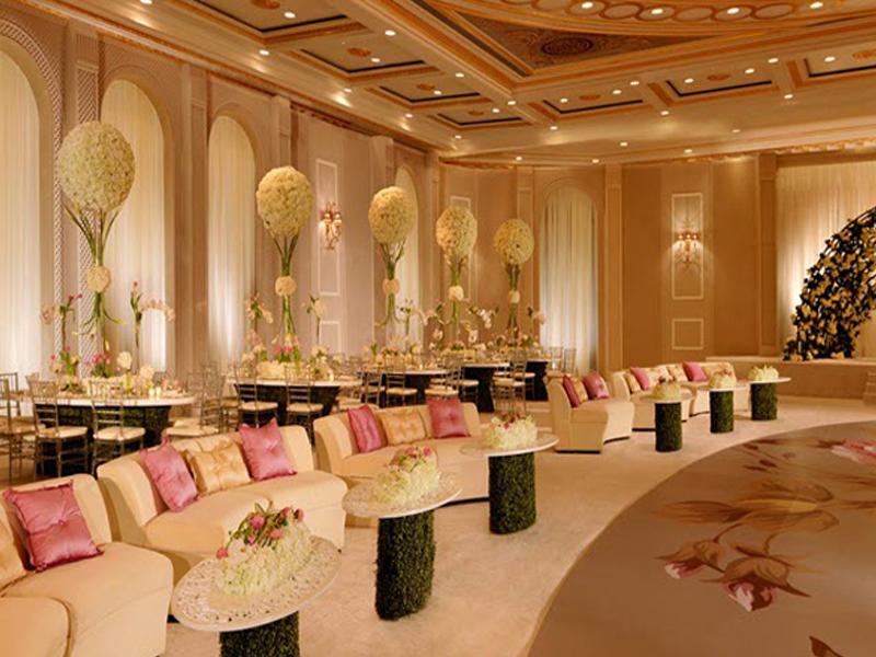 ساخت و طراحی تالار عروسی یکی از نکات مهم در رونق تالار میباشد. برای خرید صندلی شیواری ما را در لوازم و تجهیزات تالار سمیعی همراهی کنید.