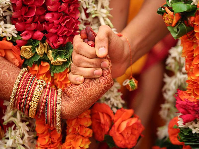 ازدواج به سبک هندی | رسم و رسوم عروسی در هند| صندلی تالار|صندلی شیواری | تجهیزات تالاری