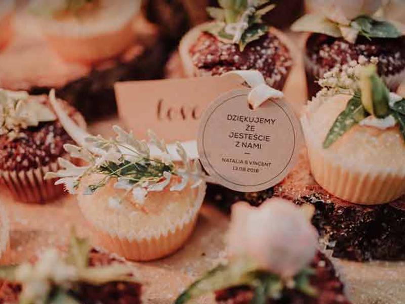 شیرینی عروسی | ویژگی شیرینی عروسی | لوازم تالار | میز تالار صندلی شیواری