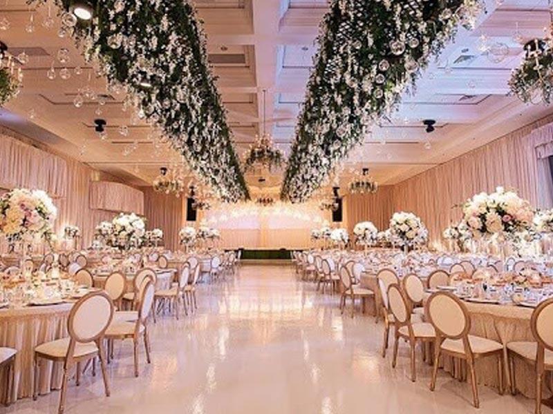 تالار پذیرایی عروسی | خرید شمعدانی تالاری ، میز و صندلی تالاری در تجهیزات تالار سمیعی